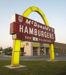 524px-Pine_Bluff_McDonalds_1962_Sign